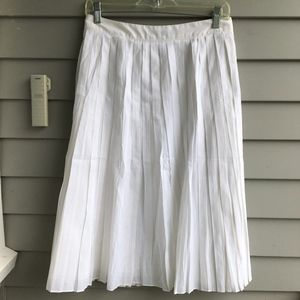 TALBOTS White Pleated Skirt Sz.16 EUC